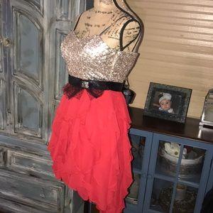 Beautiful Jodi Kristopher  hi-low dress 👗